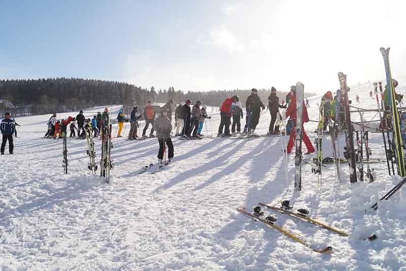 anstehen-fuer-den-skilift