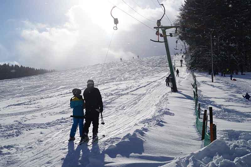 hoch-mit-dem-skilift