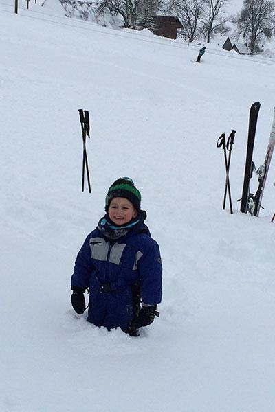 kleiner-mann-im-schnee