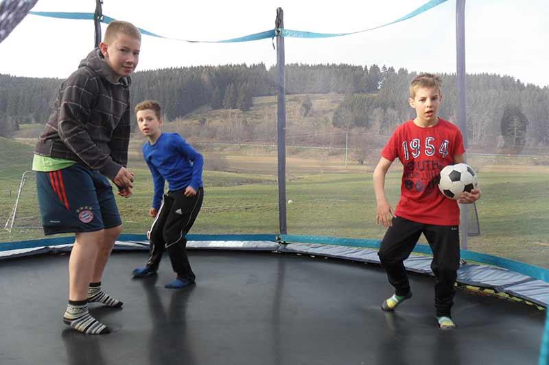 trampolin-fussball